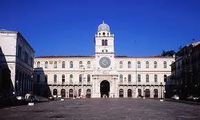 Torre dell'orologio, simile alla torre dell'orologio astronomico di Venezia