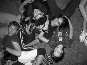 Amici, serate, perfette, gioia, ubriachezza, molesti, parco, sdraiati